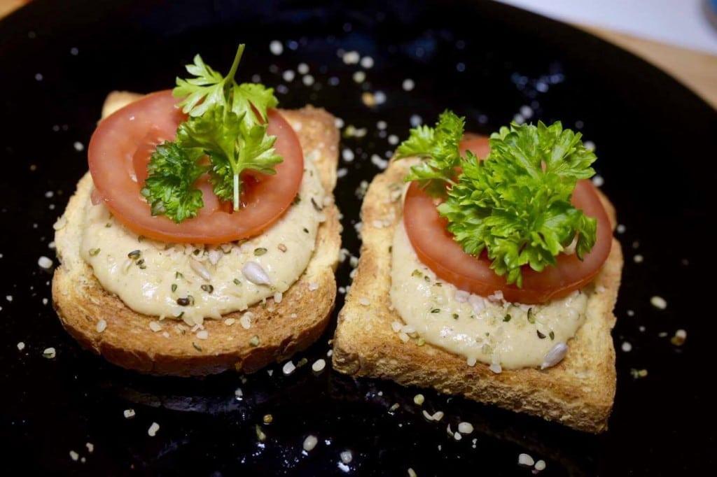 hummus-toastit